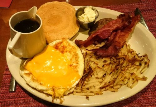 La caratteristica colazione americana servita al Siegel's 1941, nell'area di Downtown. Foto Grigore Scutari