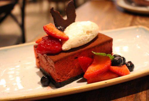 La cheesecake alle fragole di Yardbird. Foto Grigore Scutari
