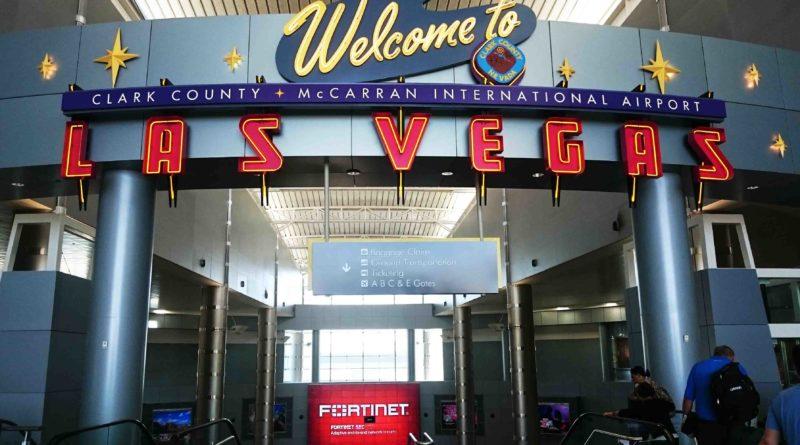 L'aeroporto di Las Vegas accoglie i visitatori con oltre mille slot machine. Foto Grigore Scutari.