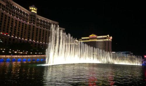 Le celebri fontane danzanti del Bellagio, getti d'acqua altissimi si muovono in modo sinuoso a ritmo di musica. Foto Grigore Scutari