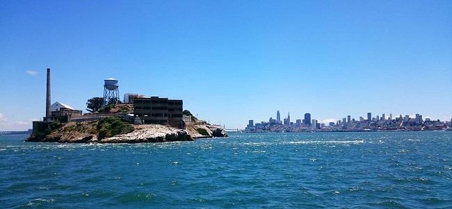 L'isola di Alcatraz, dove si trova il celebre carcere di massima sicurezza rimasto attivo fino al 1963. Sullo sfondo San Francisco. Foto Grigore Scutari