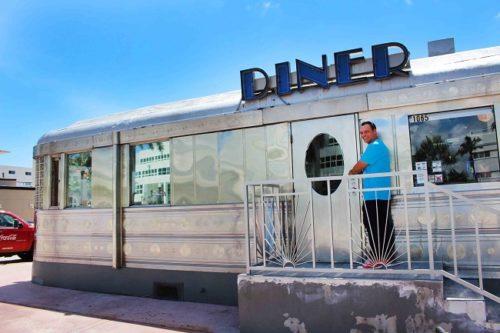 Un caratteristico Diner a Miami Beach. Foto Grigore Scutari
