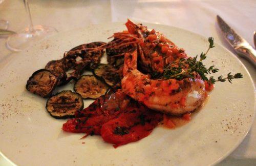 Uno dei piatti dell'elegante e romantico Villa Azur restaurant & lounge che propone cucina francese con un tocco italiano. Foto Grigore Scutari