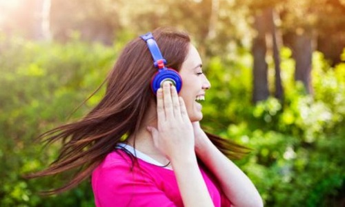 ADJ-Donna-Felice-con-la-Radio