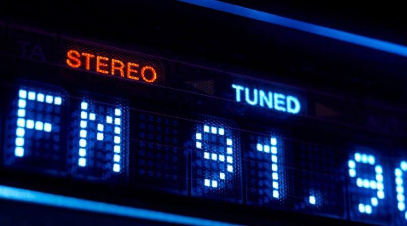 ADJ-1000x600-Radio-fm