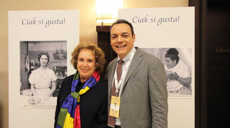 Igor Righetti, ideatore e curatore della mostra Ciak si gusta con l'annunciatrice Rai Rosanna Vaudetti