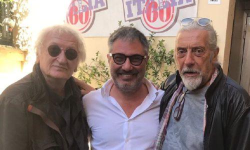 Alessandro Raffaelli nella foto con Maurizio Vandelli e Shel Shapiro