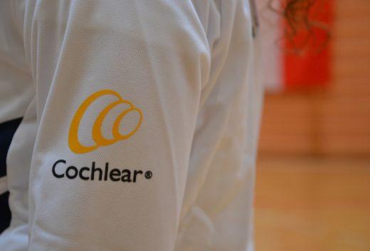 Il logo Cochlear sulle divise