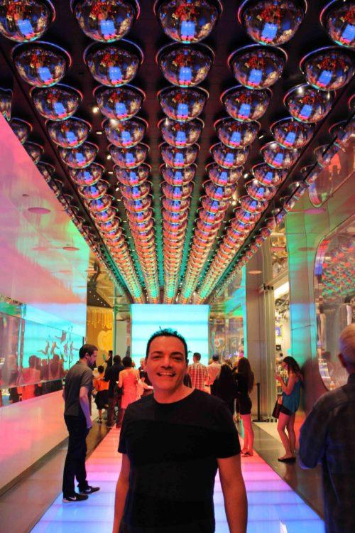 L'ingresso per ammirare il visionario e imperdibile spettacolo The Beatles love del Cirque du Soleil che si tiene all'interno dell'hotel The Mirage. Foto Grgore Scutari