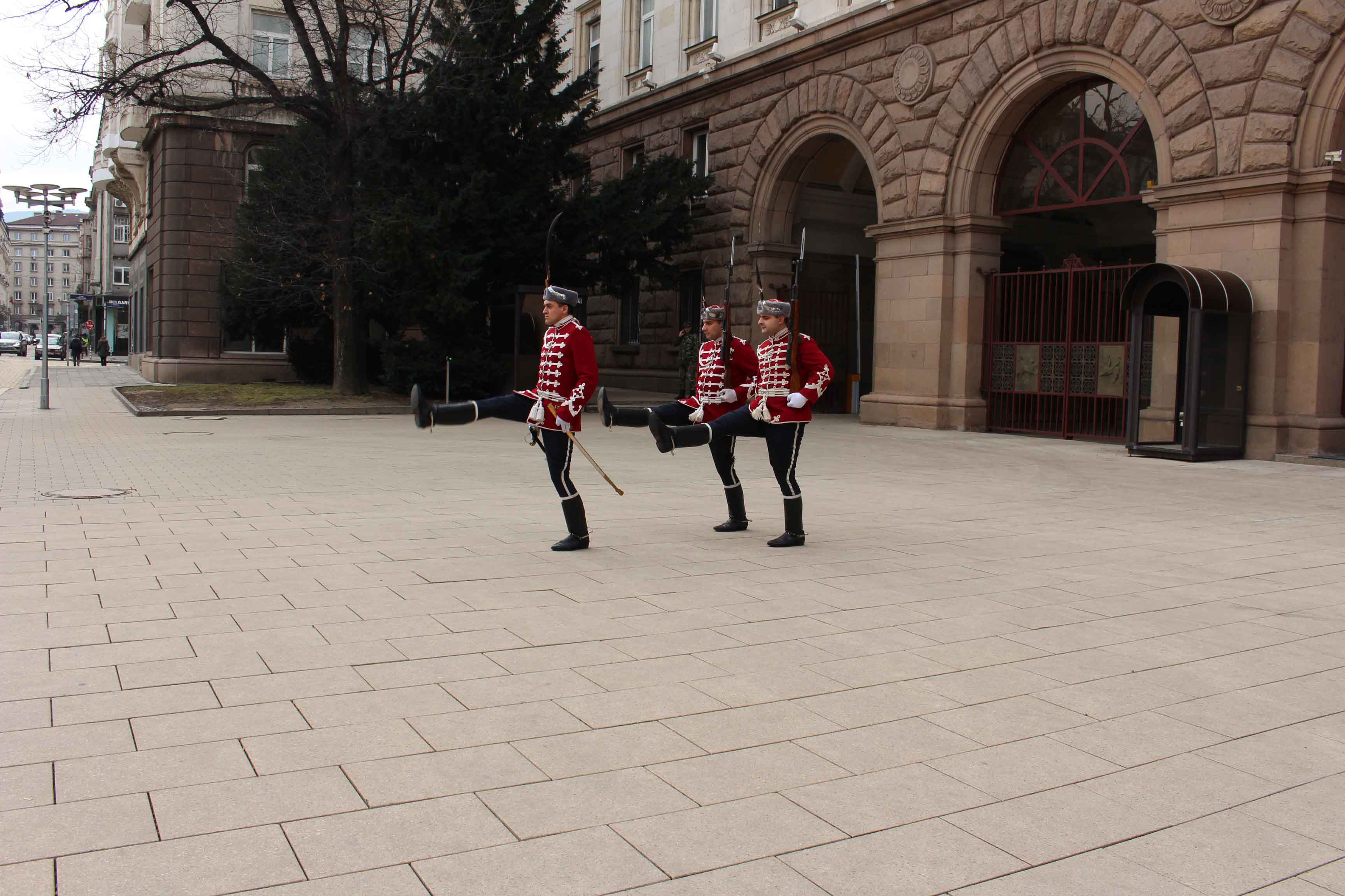 A ogni ora,nella piazza del palazzo presidenziale, avviene il cambio della guardia