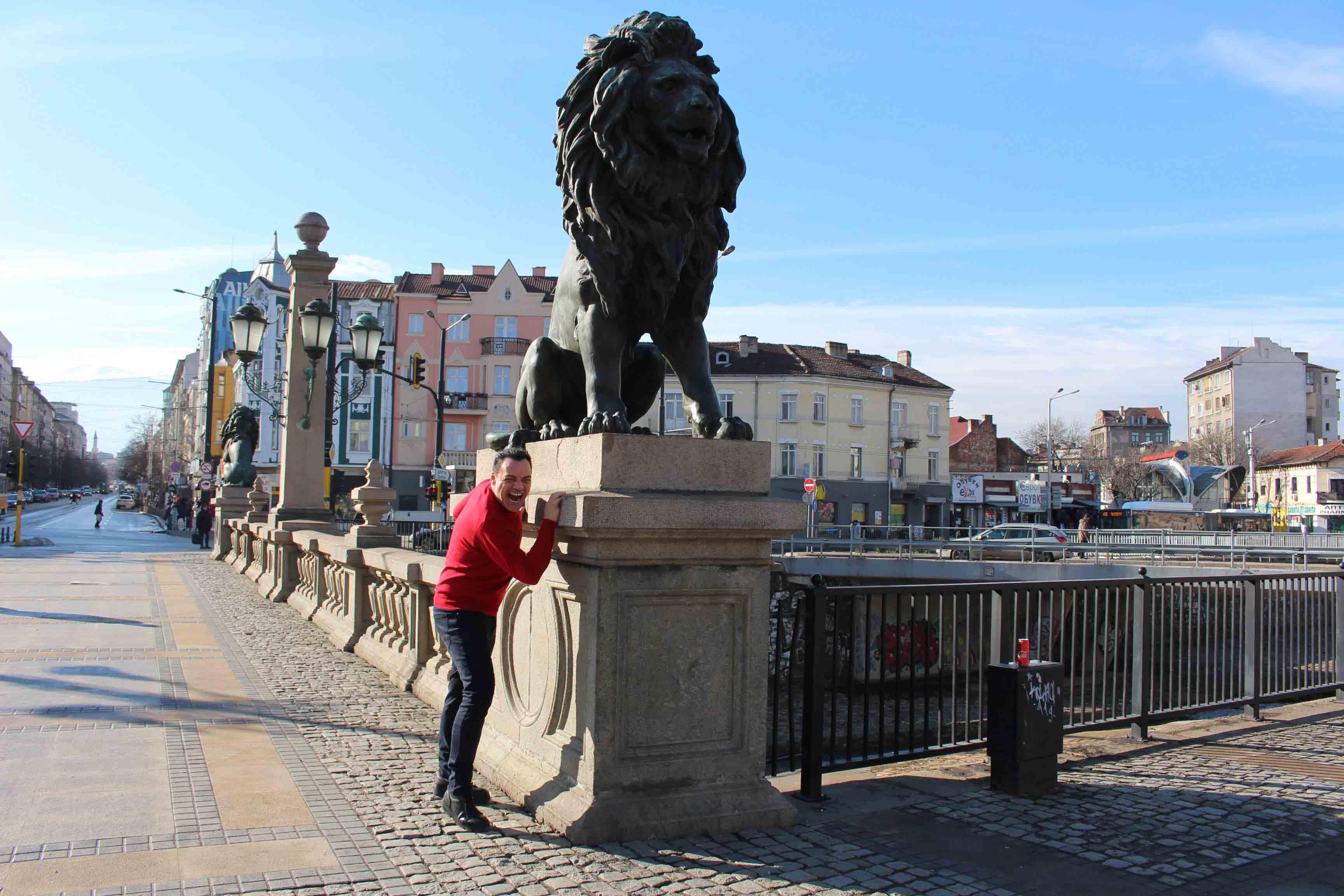Igor Righetti sul ponte dei leoni